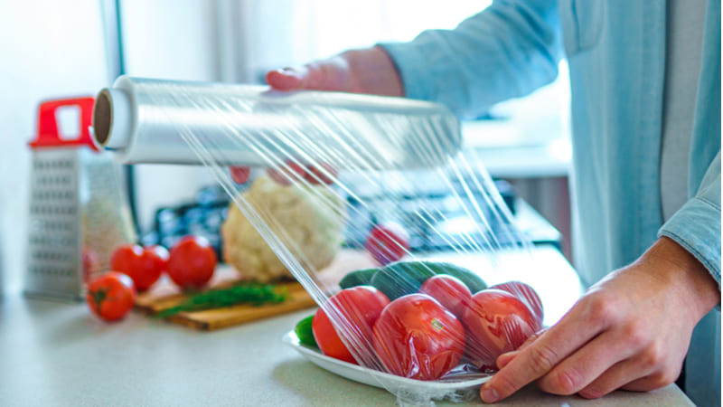 Envolturas plásticas de alimentos podrían generar diabetes y cáncer