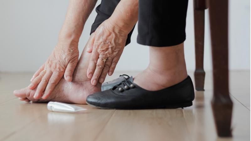 Qué cuidados requiere el pie diabético